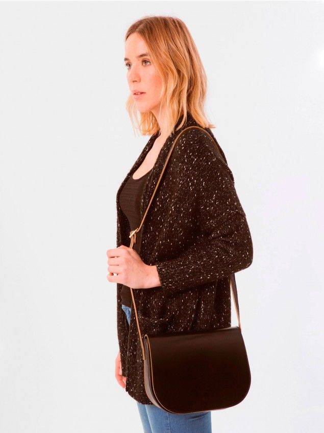 Larru Black Bag // We are pleased to present our first 100% leather bag. With its clean line design this medium-sized leather bag is easy to match with almost any look. Its long strap can also be adjusted to suit your needs. Made of black and brown leather.