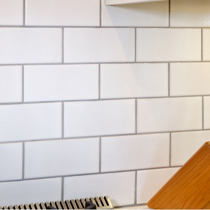 crackled white 3 x 6 x subway tile with delorean gray grout