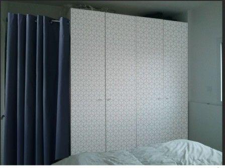 penderie IKEA avec porte manteau caché par rideau si la longueur n'est pas standard ...