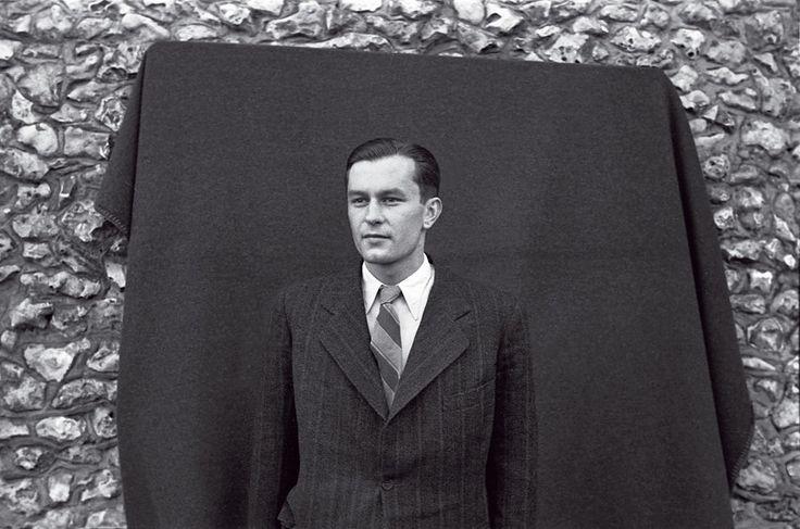 Stejné oblečení, rozdílný osud. ZVáclava Kindla (vlevo) se stal konfident, Ivan Kolařík si vzal vbezvýchodné situaci život.