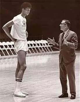 Teach Your Players To Streamline Mentally - Coach John Wooden and Kareem Abdul-Jabbar - Coach's Clipboard #Basketball Coaching