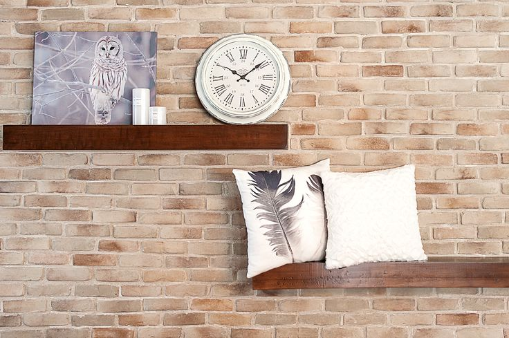 Cadre décoratif: 12,95$ Horloge:19,95$ Coussin plume: 14,95$ Coussin blanc: 10,95$ Chandelle: 3,99$