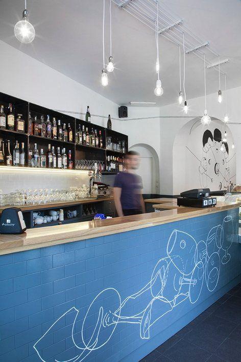 La preesistenza: un bar al servizio di un vivo mercato rionale frequentato quotidianamente tra le 8.00 e le 13.00 dagli abitanti del quartiere Vanchiglia a Torino. L'obiettivo: creare un locale versatile in grado di accogliere non solo gli...