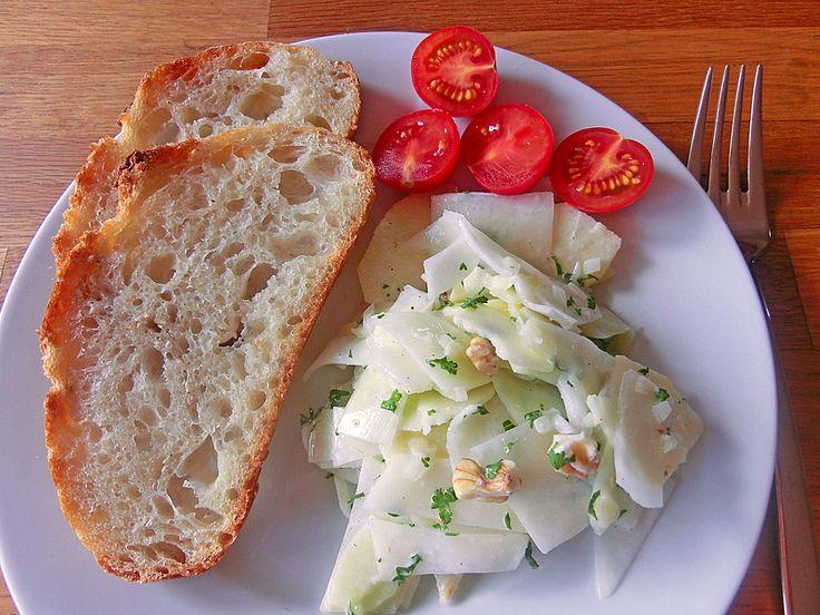 Kohlrabisalat, ein gutes Rezept aus der Kategorie Raffiniert & preiswert.    Make with greek yoghurt instead of sour cream
