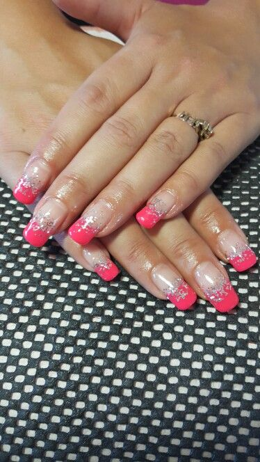 Pienk and glitter gel nails