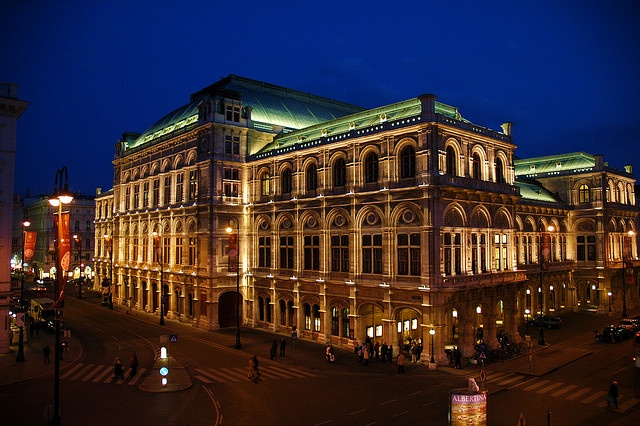 Vienna State Opera by night with its beautiful lighting!  Oper Wien 1 by Daxis, via Flickr