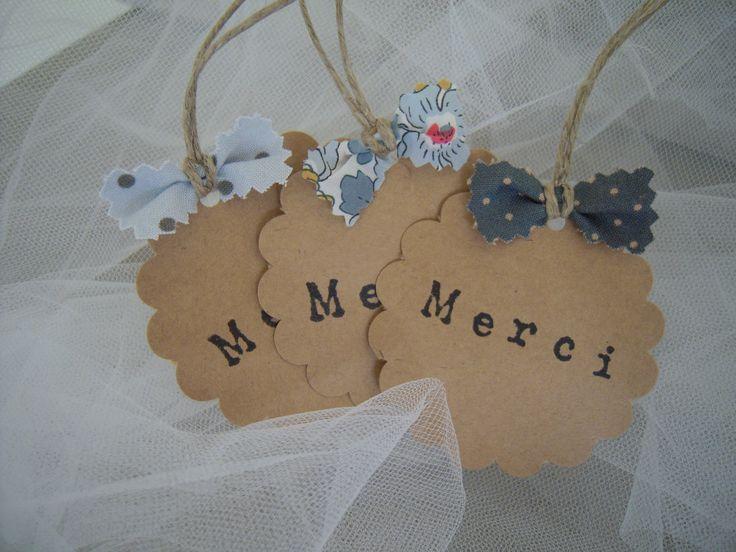 6 étiquettes kraft rondes dentelées, tamponnées MERCI, Liberty et cotonnades, camaïeu de bleus : Cadeau de remerciement par 3-petits-sacs