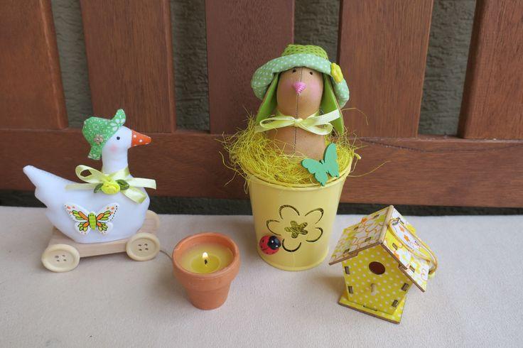 zajko v kvetináči a húska na koliečkách
