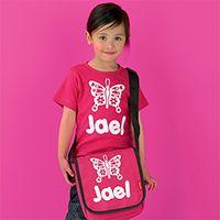 Een coole outfit voor op school, persoonlijk bedrukt met naam! T-shirt & tas 'Jael'.