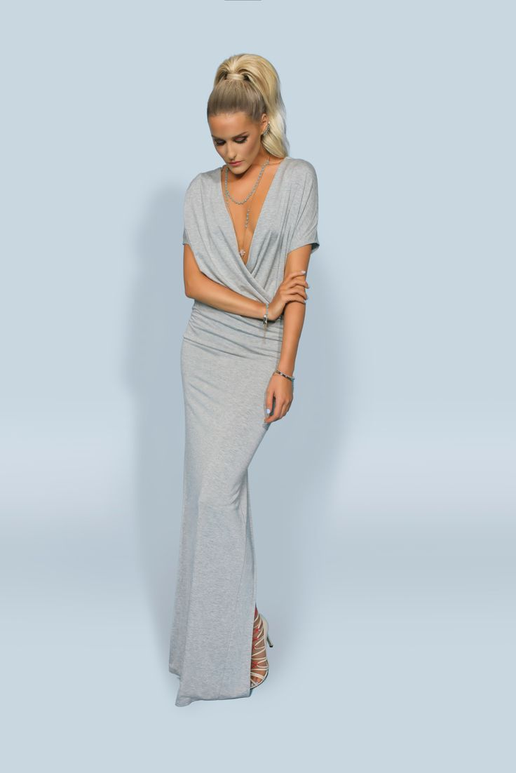 https://joshv.com/kleding-joshv/collectie/seventeen-joshv-17 Drape it your way! The JOSH V Iva dress is a real summer hit because the item is wearable in two ways. The dress can be worn with a high-closed neckline at the front and with a deep opening at the back which creates a draped effect. Add the Koko Bodycharm to complete your beachy summer look. #JOSHV #Highsummer #Summer #Dress #Maxidress #Bodycharm #Bodychain #Beachwear #Beachlook