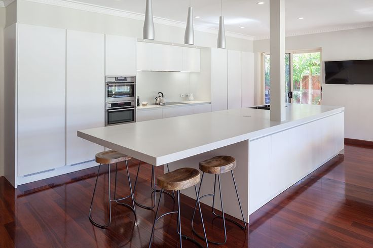 Floreat Kitchen renovation by Retreat Design featuring Arrital AK_03 cabinetry in matte white lacquer // #kitchen #kitchendesign #renovation #interiordesign #designideas