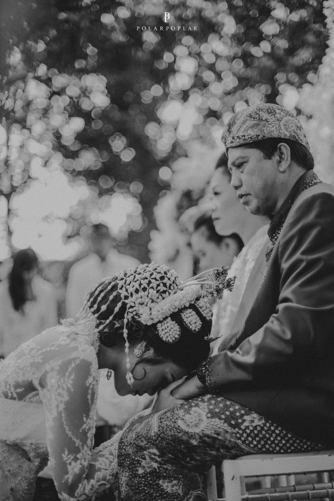 Traditional wedding ceremony | An Airy Traditional Wedding In Bandung | http://www.bridestory.com/blog/an-airy-traditional-wedding-in-bandung