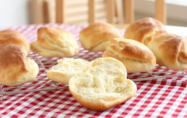 Milk sandwich rolls - using the Tangzhong method. Fluffy, soft bread rolls that stay fresh for days