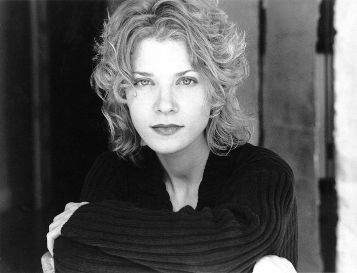 Jennifer Lien Born August 24 1974. Known for her role as Kes on Star Trek Voyager