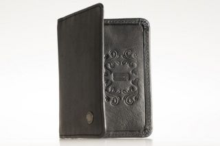 Card Black-card holder Exclusive black real leather credit- and business card holder. Unisex. You can carry your identification card, address card or license in it. With 6 cases so that there should be room for the bank cards as well. Price: 25.00 EUR