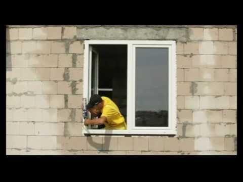 Techniki montażu okien, parapetów wewnętrznych i zewnętrznych metodą tradycyjną i warstwową.