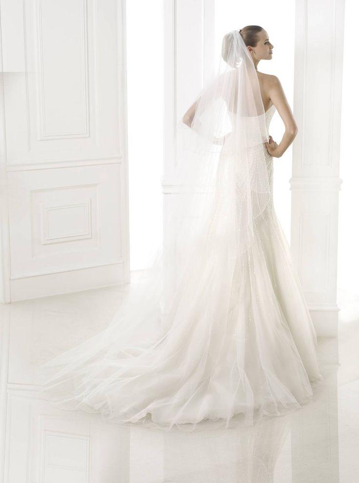 Babia esküvői ruha - Pronovias 2015 kollekció - Esküvői ruha szalon - Menyasszonyi ruha kölcsönzés - La Mariée Budapest http://lamariee.hu/eskuvoi-ruha/pronovias-2015/babia