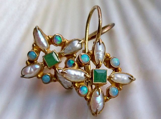 http://rubies.work/0992-emerald-pin-brooch/ Pearl, opal and emerald earrings in vermeil