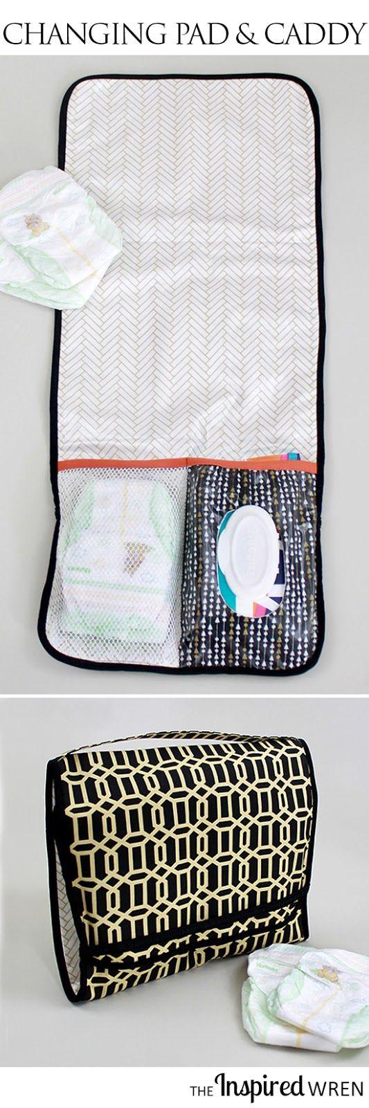 Me encanta que las toallitas y DIPES están incluidos y es laminado para facilitar la limpieza!  |  Tutorial: On-the-Go cambio de cojinetes y del pañal del carrito |  El Wren Inspirado
