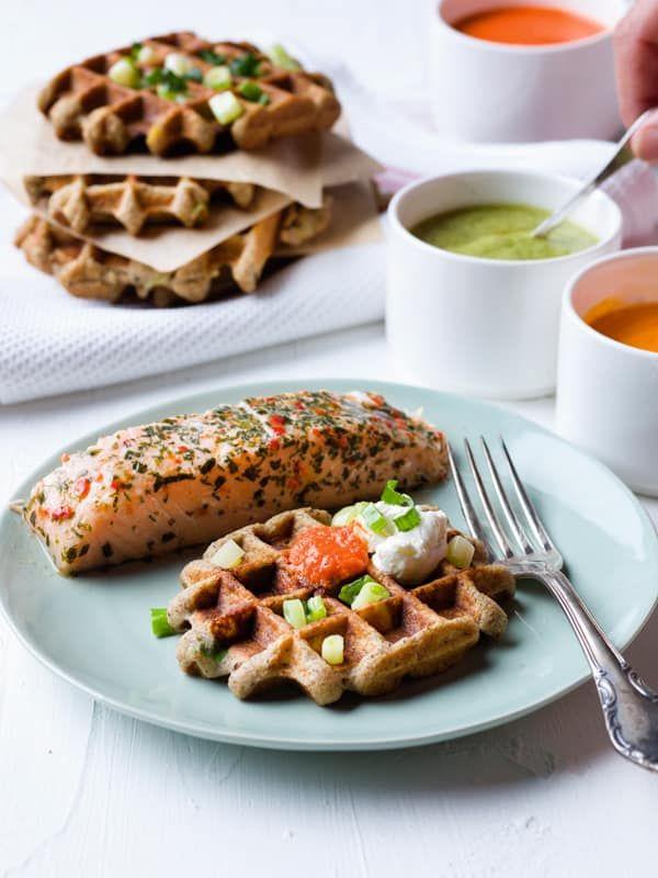 Saumon cuit, légumaises et gaufres de pomme de terre