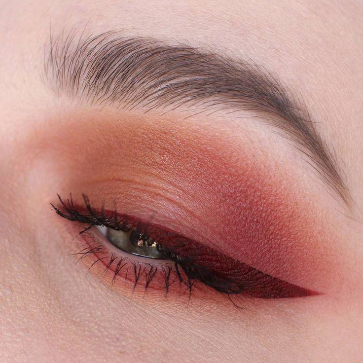 """""""Mi piace"""": 3,871, commenti: 4 - NABLA Cosmetics (@nablacosmetics) su Instagram: """"Questa linea di eyeliner rosso-scura e vellutata ci fa battere il cuore ♥️∞ Bellissimo makeup di…"""""""