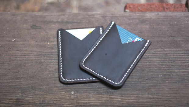 In this video we will be making a leather card holder. Download the free PDF template!