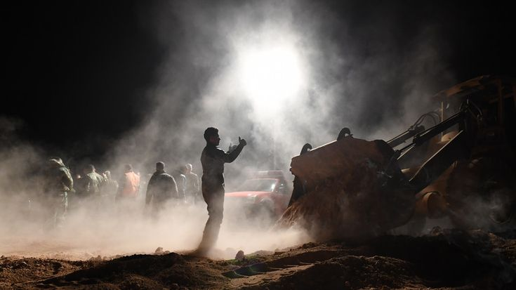 115 cuerpos de los civiles y las tropas Sirias mataron por ISIS recuperó de 2 fosas comunes en Raqqa (VIDEO) — RT Noticias del Mundo https://cstu.io/fbc484
