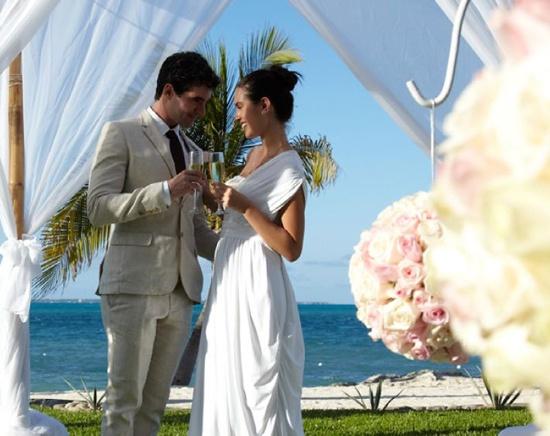 3ef88ae93dabb0eb2a3f5694b29ea0a4 Romantic Beach Weddings Destination