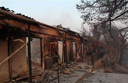 Σε κατάσταση έκτακτης ανάγκης η Λίμνη Ευβοίας - Μάχη με τις φλόγες