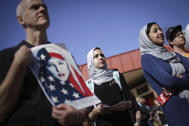 Ordens executivas de Trump ameaçam estudos de alunos estrangeiros