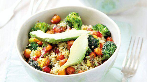 Quinoový salát s křupavou cizrnou a brokolicí