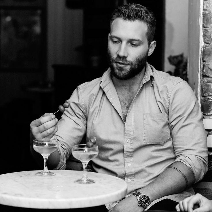 Hot Guy/Cold Drink: Dirty Martinis and Muscle Fatigue With Jai Courtney - ELLE.com