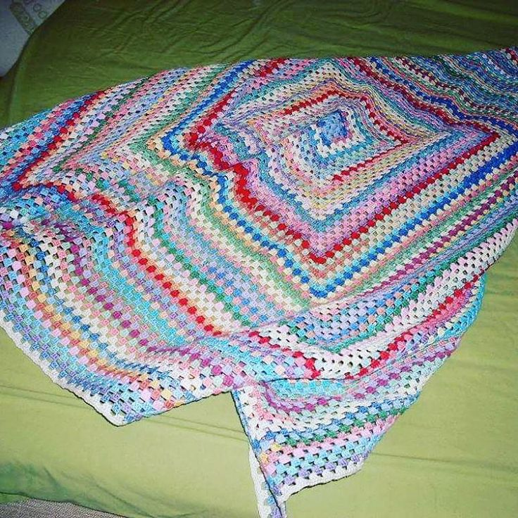 Giant Granny Square blanket.  #crochet #crocheting #lovecrochet #crochetblanket #blanket #grannysquare #grannyblanket #yarnoholic #yarnaddict #virka #filt #mormorsruta #garn #instacrochet #grannysquaresrock