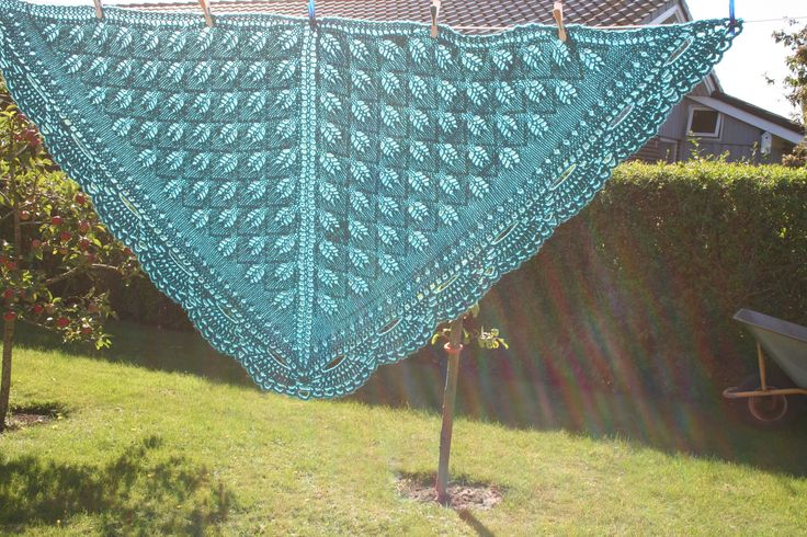Lunt sjal fra Drops