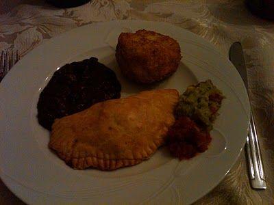 Cuban Empanadas y frijoles negro
