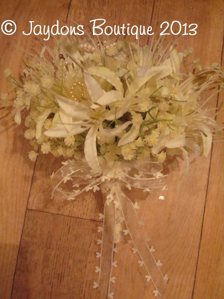 Elegant, Classy and beautiful, http://jaydons-boutique.co.uk/products/177893--jaydons-boutique-wedding-bouquets.aspx
