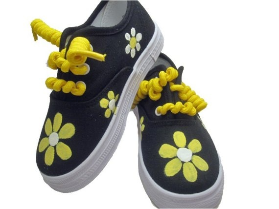 Springtime shoes  Hand painted yellow and white daisy by Snanimals, $25.00
