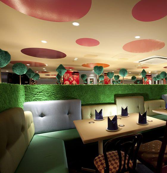 Le fabuleux restaurant « Alice in Wonderland » à Tokyo    Alice in Wonderland restaurant est designé par Fantastic Design Works Co. Ouvert depuis décembre 2010.