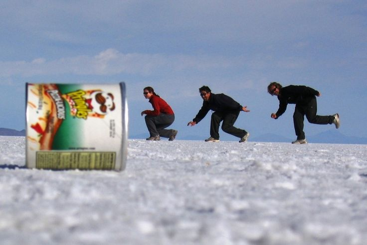 Cool Optical Illusions - Salar Uyuni, Bolivia Salt Pan Photo Tricks