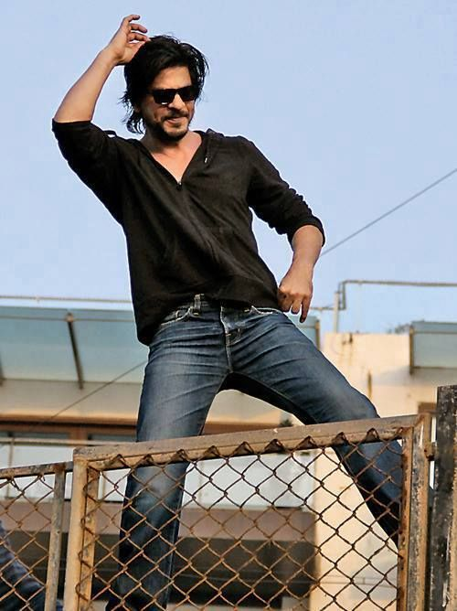 Birthday celebrations - SRK atop the wall in front of Mannat...