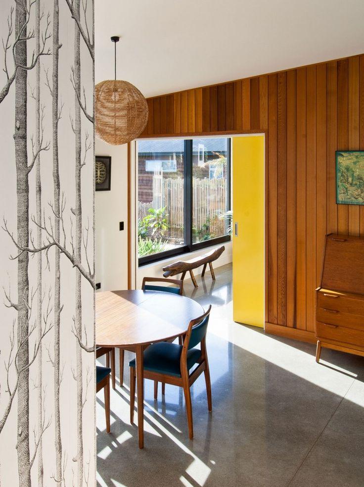 Mezcla de diferentes tipos de revestimientos en cada pared de una estancia, el resultado: un look muy acogedor