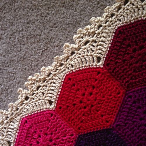ao with <3 / one way to finish a hexagon blanket