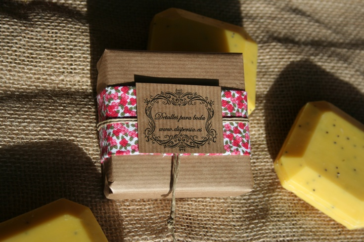 Detalles boda, jabón natural de pomelo con semilla de amapola y mantequilla de karité