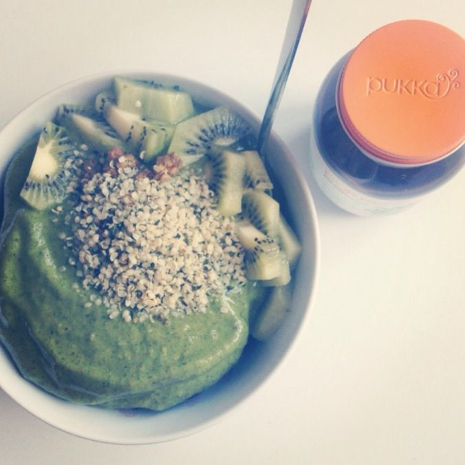 Green smoothie bowl by Maria Ahlgren
