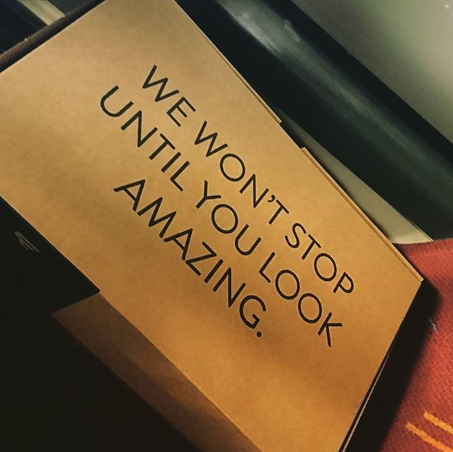 Investoin juuri uusiin kenkiin. Paketissa oleva #slogan on on sangen asiallinen.  #shoes #shoebox #blueboxer