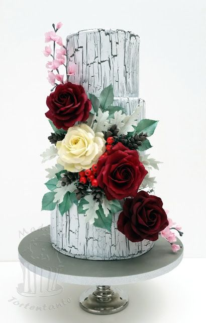 crackle cake with roses and leaves from gumpaste with dusty miller