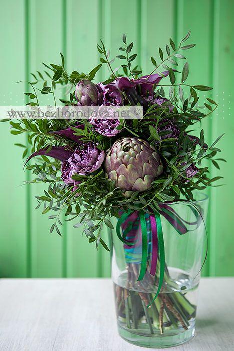 Необычный свадебный букет из винных калл с артишоком и зеленью фисташки