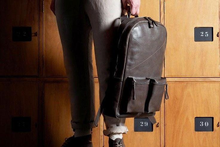 Pabrik pembuatan Tas Kulit lokal Garut sekarang tersedia online, pesanan Tas kulit grosir maupun satuan dengan desain tas sesuai order. Add Pin BB : 2666B3C2 http://fashionstylepedia.blogspot.com/2014/06/jual-tas-kulit-asli-pria-wanita.html