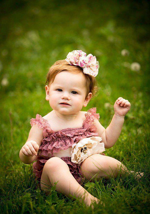 vêtements bébé fille mariage: barboteuse en dentelle rose