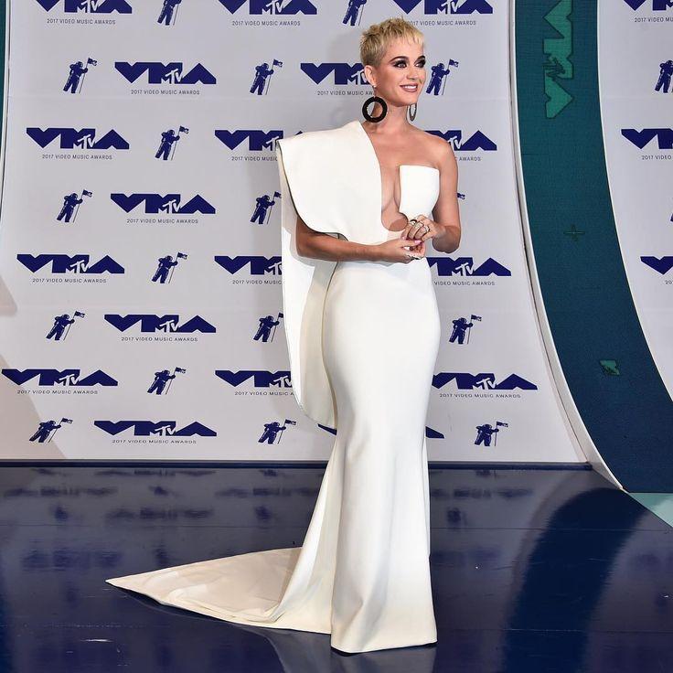 "31.2k Likes, 202 Comments - Harper's BAZAAR (@harpersbazaarus) on Instagram: ""#VMAs host @katyperry rocks a sculptural gown by @stephanerolland_paris. Tap the link in bio to see…"""